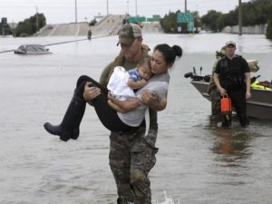 Hurricane Harvey photo proves chivalry is alive and well in America
