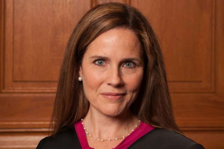 Amy_Coney_Barrett_judge_robe_1